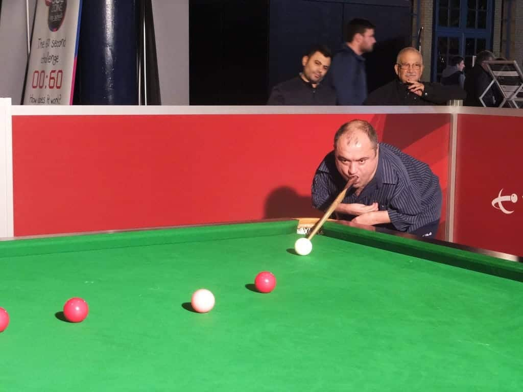 Darren Madden Shows Incredible Skill With No Special Snooker Equipment!!