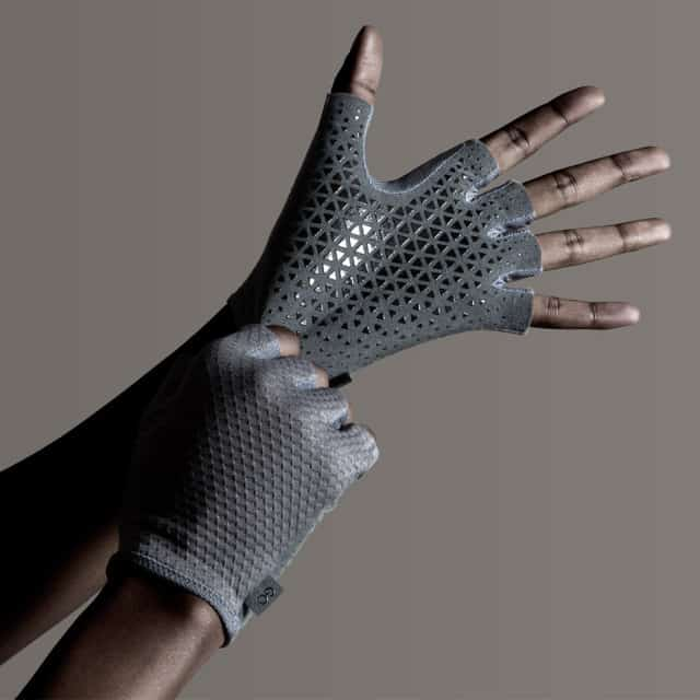 Gloves That Grip The Go Wheelchair & Help Self Propulsion in the Wet