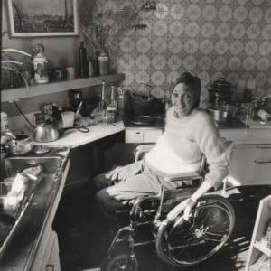 Maggie Davis in Her kitchen at Grove Road, Andra Nelki, c. 1982 – 83.