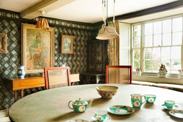 Bloomsbury style: stencilled walls in the dining room (c) Anna Huix